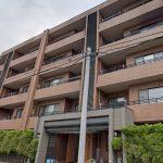 スーパー隣り、屋根付き駐車場確保 3LDKのマンション