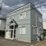 価格交渉可能!1階部分に組み込み車庫、灯油のセントラル暖房付の戸建物件です。